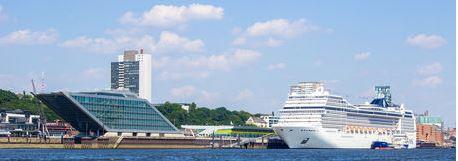 MSC Magnifica am Dockland Hamburg