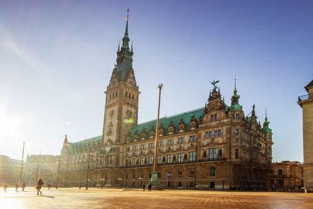 Rathaus Hamburg am morgen