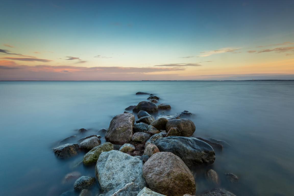 Steinhaufen am Meer