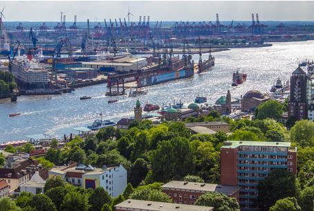 Blick nach Westen über Hamburg