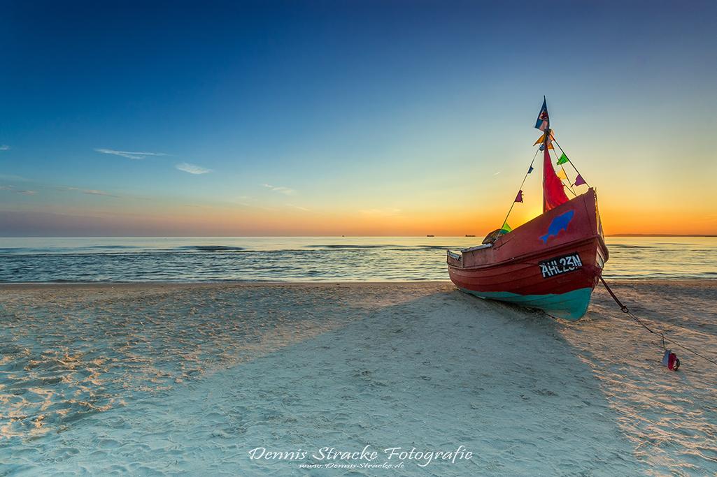 Fischerboot am Strand der Ostsee Use