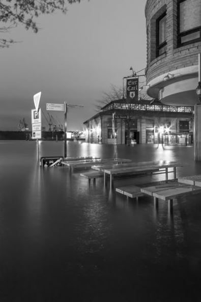 Sturmflut an der Elbe