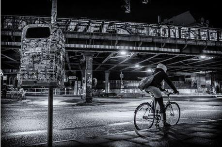 Sternbrücke mit dem Fahrad bei Nacht