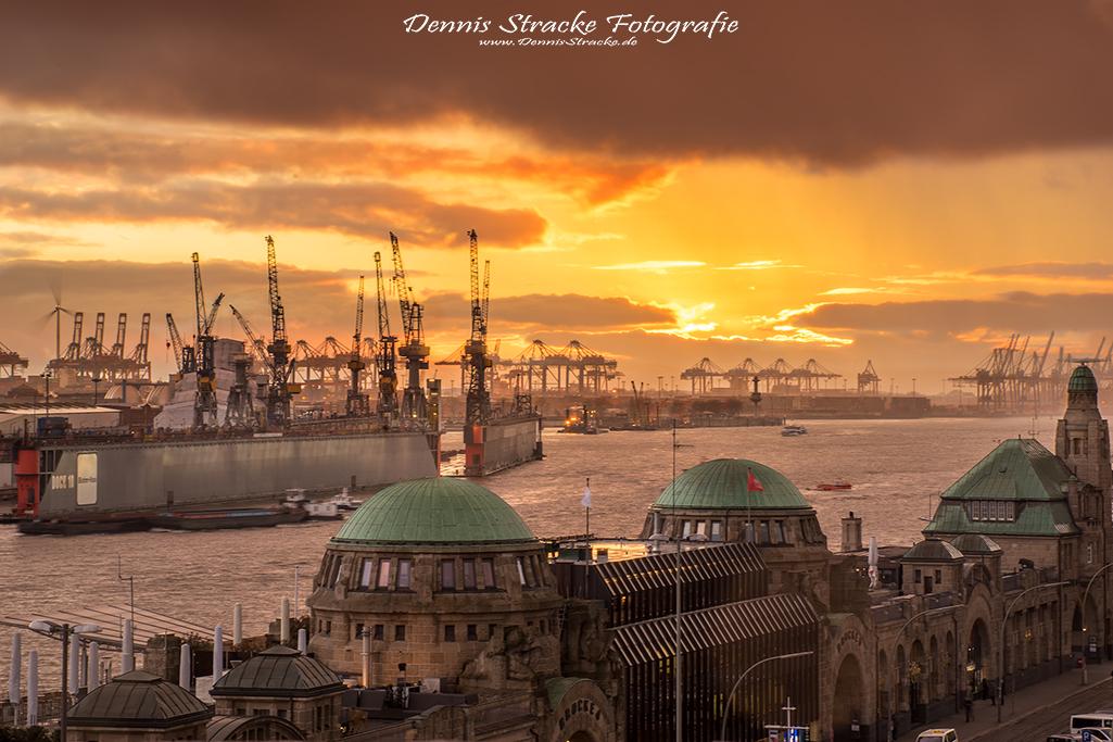 Landungsbrücken Hamburg Elbe