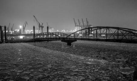 Brücke im Eis