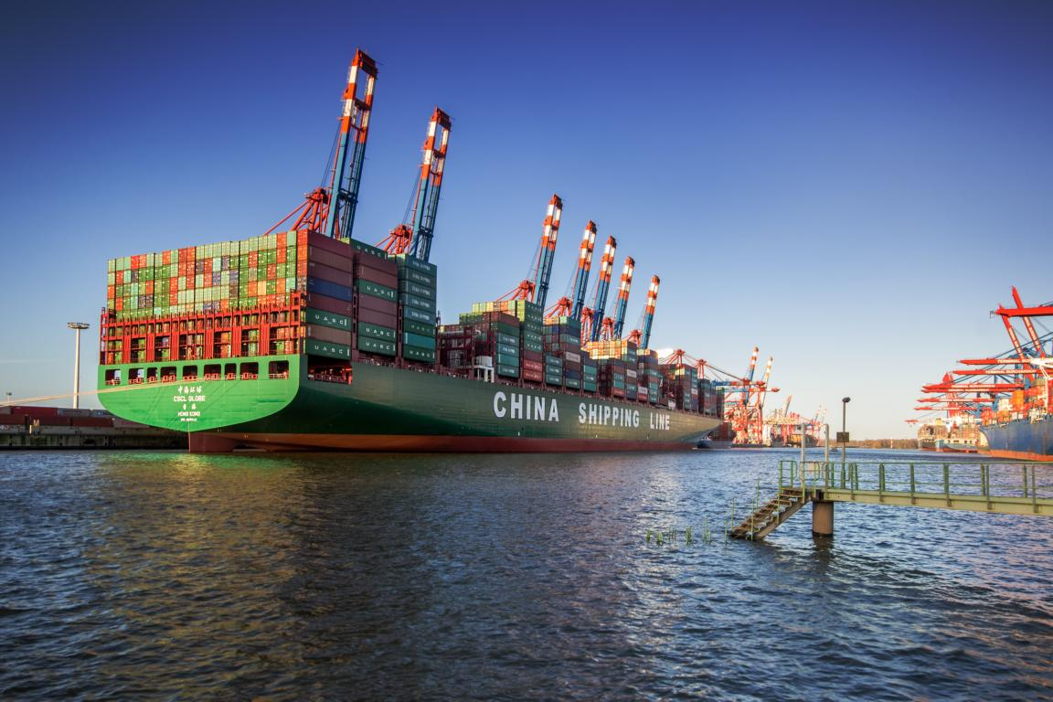 CSCL Globe Container Riese in Hambur