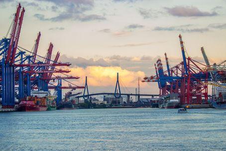 Hamburg Hafen Waltershof Elbe Wandde