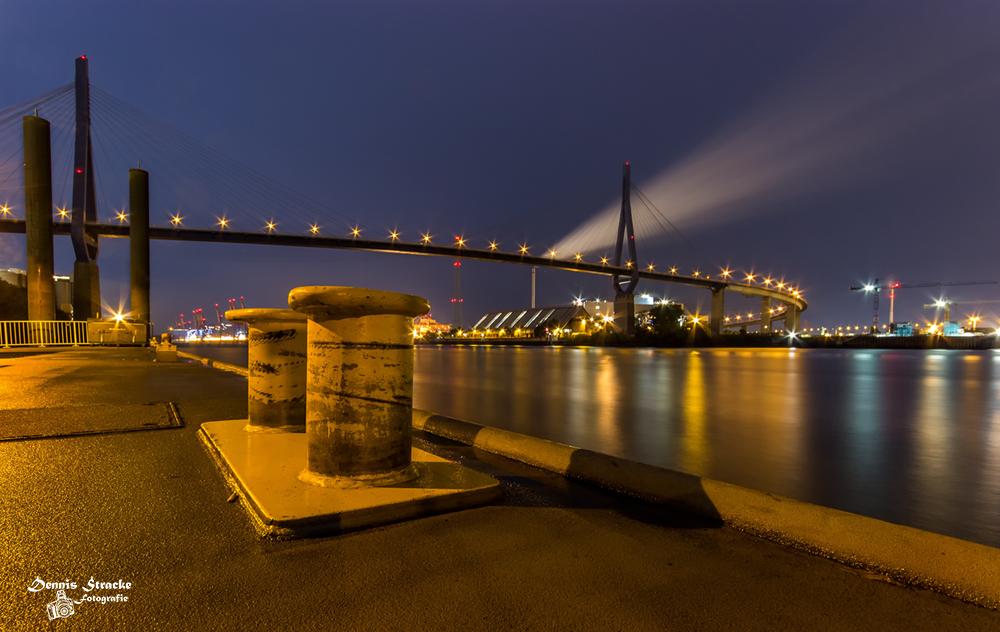 Köhlbrandbrücke auf dem Anleger Neuh
