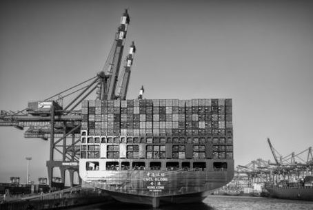 CSCL Globe Container Riese