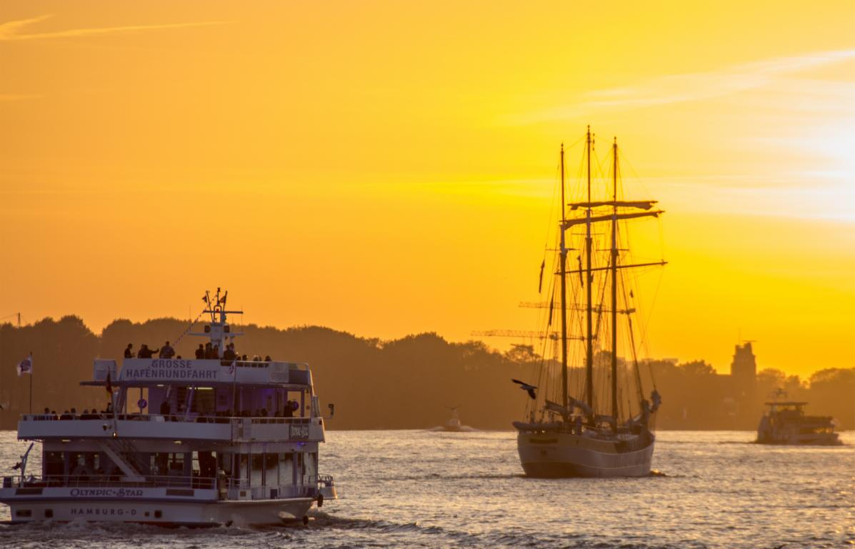 Mit dem Segelschiff auf der Elbe