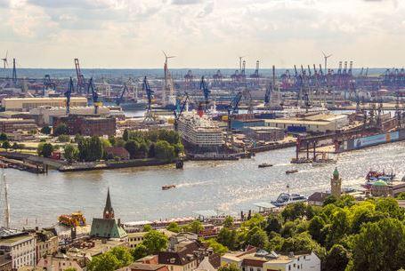 Hamburg von Oben Blick über die Elbe