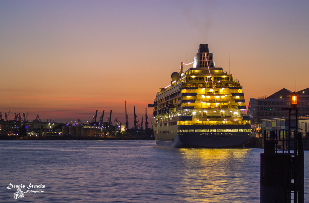 Crystal Symphony im Hamburger Hafen