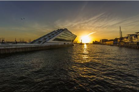 Dockland Hamburg zum Sonnenuntergang
