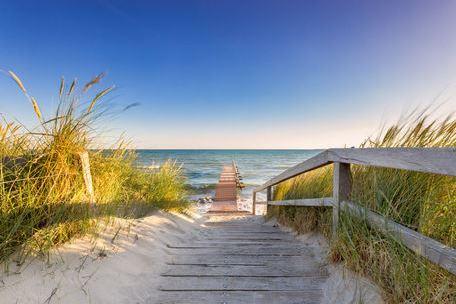 Langer Weg zum Strand an der Nordsee