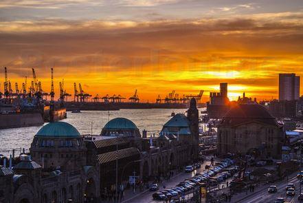 Landungsbrücken bei Sonnenuntergang