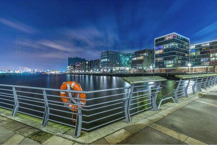 Hafen City Hamburg bei Nacht