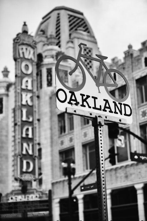 Oakland Signs BnW