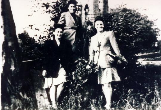 Three sisters, 1946