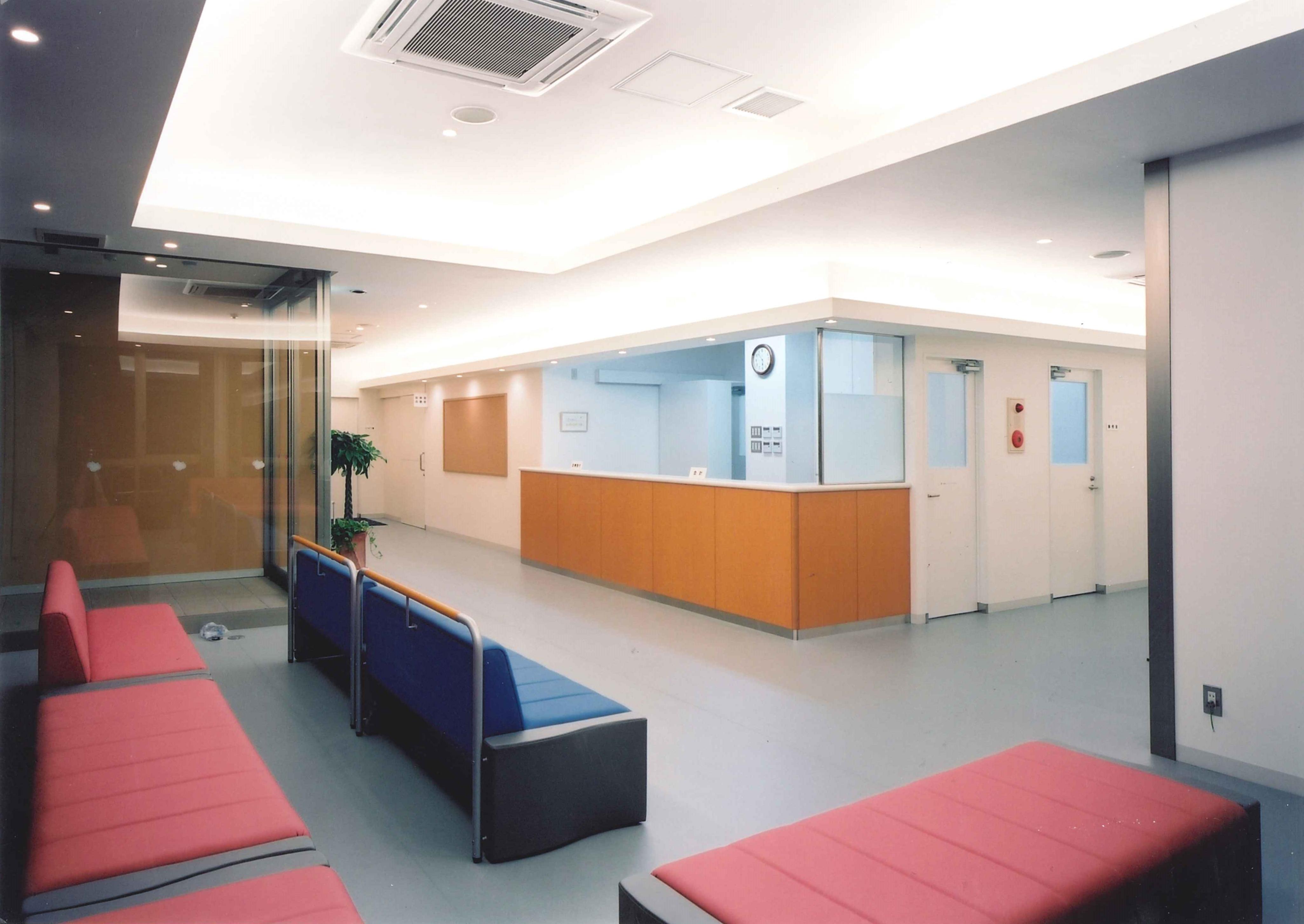 整形外科クリニック待合室