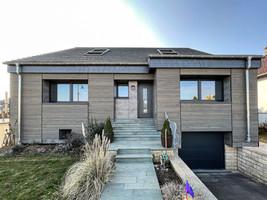 Daach, Holzfassad, Fensteren, Wunnraumvergréisserung 2021