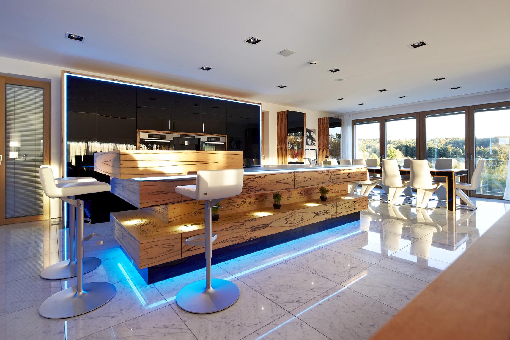 moderne Küche mit LED-Ambiente