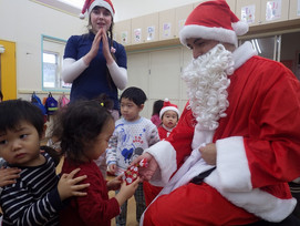 ??santa comes down the chimney??