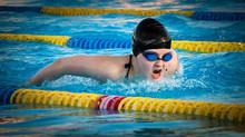 Bajar de peso practicando natación.