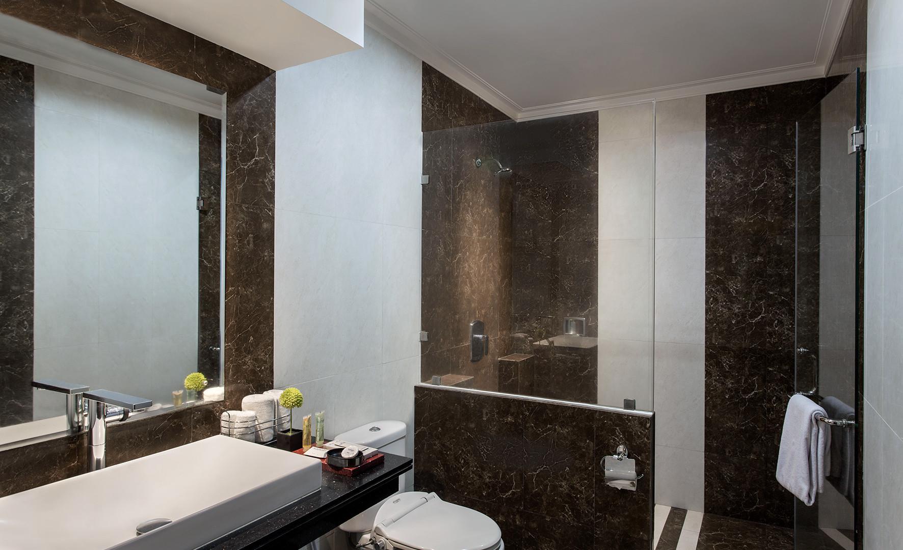 Bathroom 01 -1.jpg