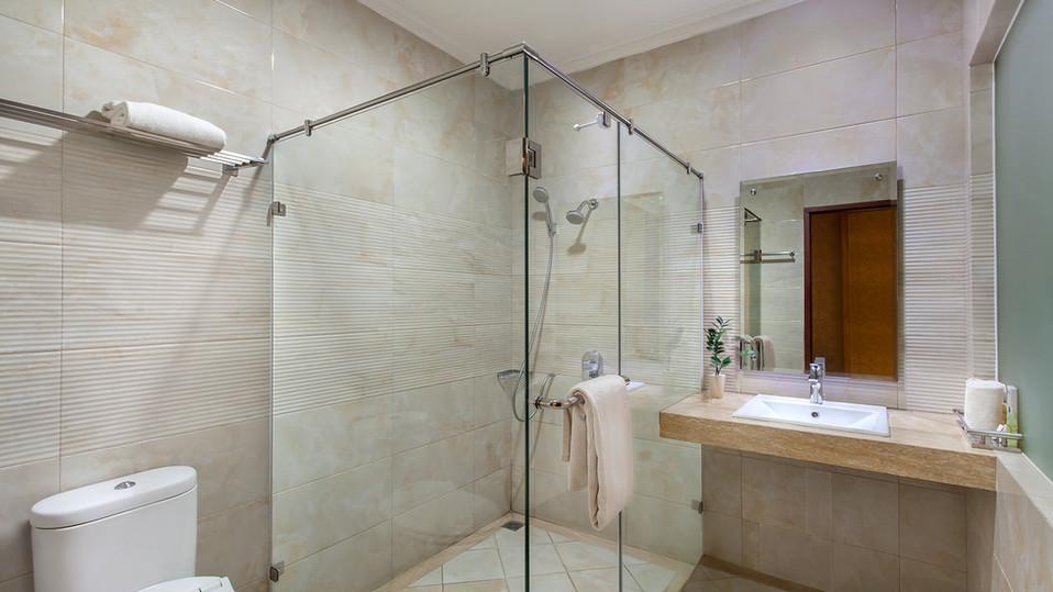 Bathroom 03.jpg