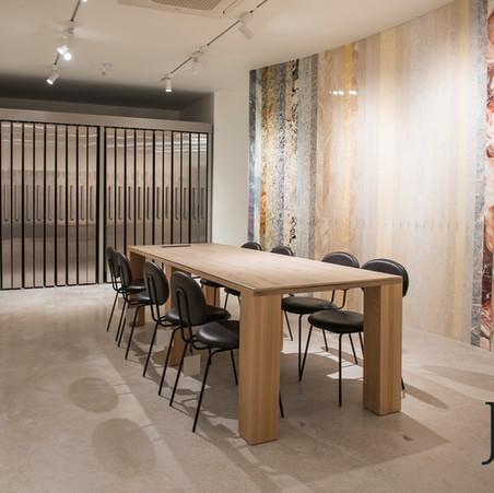 토탈석재마블 : 서울(논현)쇼룸 - 원형테이블, 사각테이블, 포세린 카운터