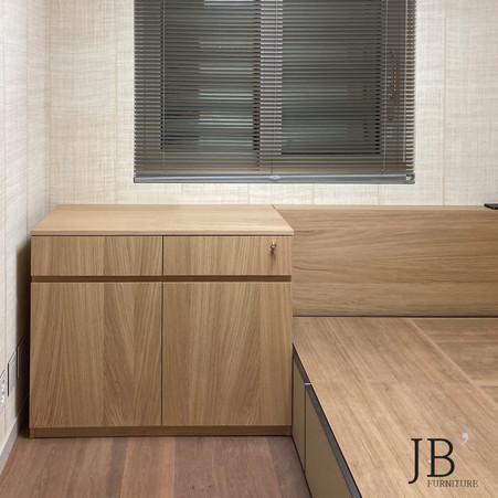 유앤빌리지 - 무늬목 도어 및 마감 : 와인셀러장 , 침대수납장