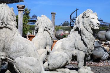 אריות פסלים לגינה
