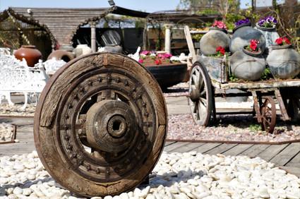 גלגל עתיק עם פיתוחים