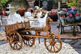 עגלה עתיקה מעץ