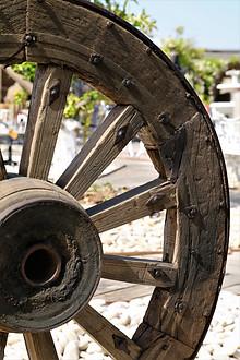 גלגל עתיק מכרכרה ישנה