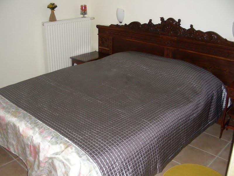 מיטה נוחה במעטפת עתיקה
