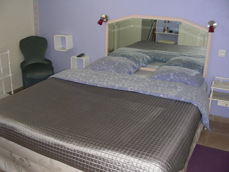 מיטה זוגית נוחה ומצעים נעימים