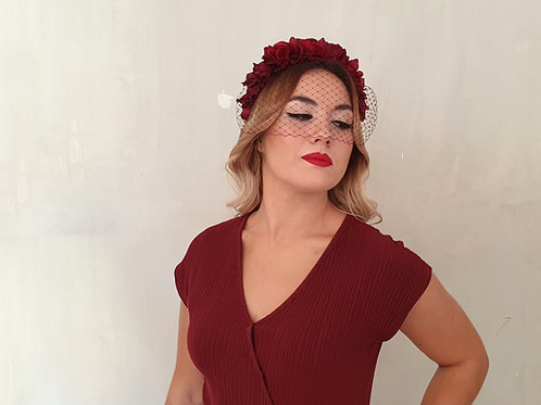 Corona de Flores Rojo Granate con Velo