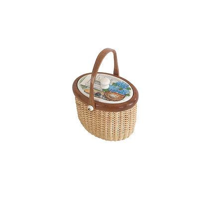 Miniature lidded Nantucket Basket by Janet Carreau