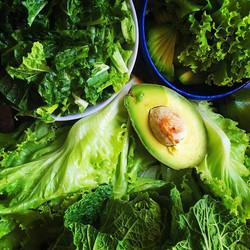 Parte de um bom almoço de quarta 🥑🥗 rico em nutrientes que previnem o envelhecimento precoce, prev