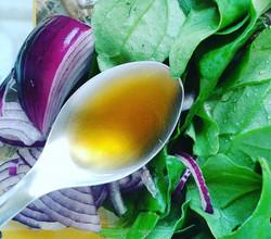 Espinafre, cebola roxa e óleo de gergelim. Refogado juntos é uma ótima opção para proteção contra o