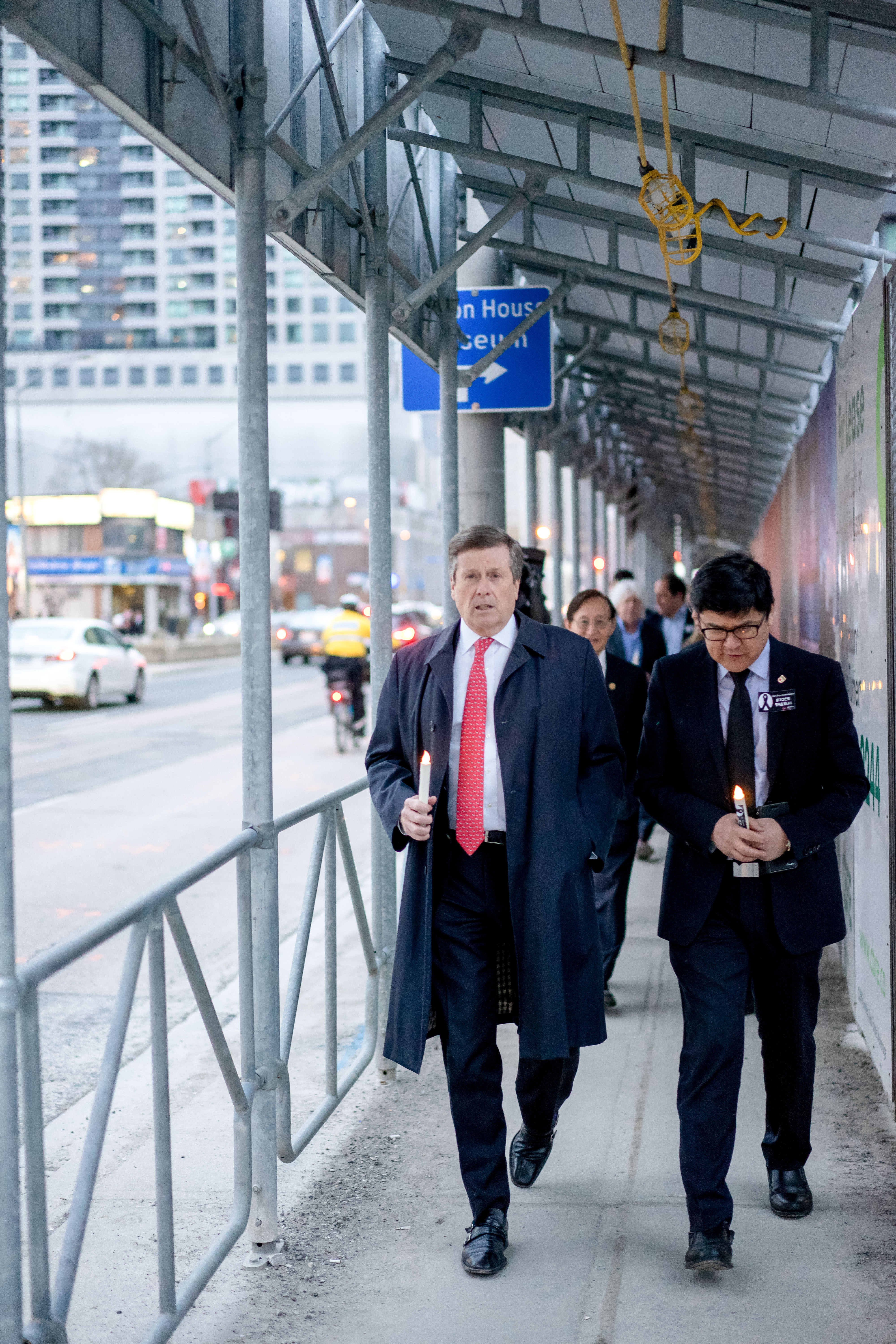 Daniel Lee with Mayor John Tory (Photo by Hwyseung Ahn reporter)