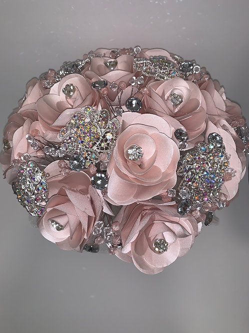 Blush with iridescent silver bouquet