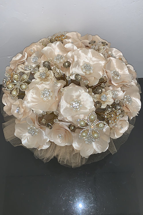 Pearl Champagne with Gold Bouquet