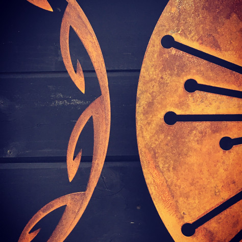 Corten on Black - the perfect match