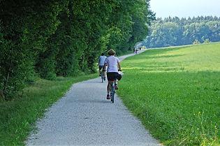 cycling-1548340_1920.jpg
