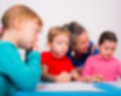 Ecoles et crèches - Enfants et professeur