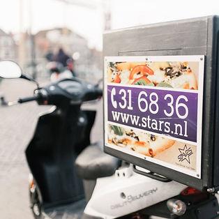 Bezorgen bezorgscooter _ Restaurant ijss