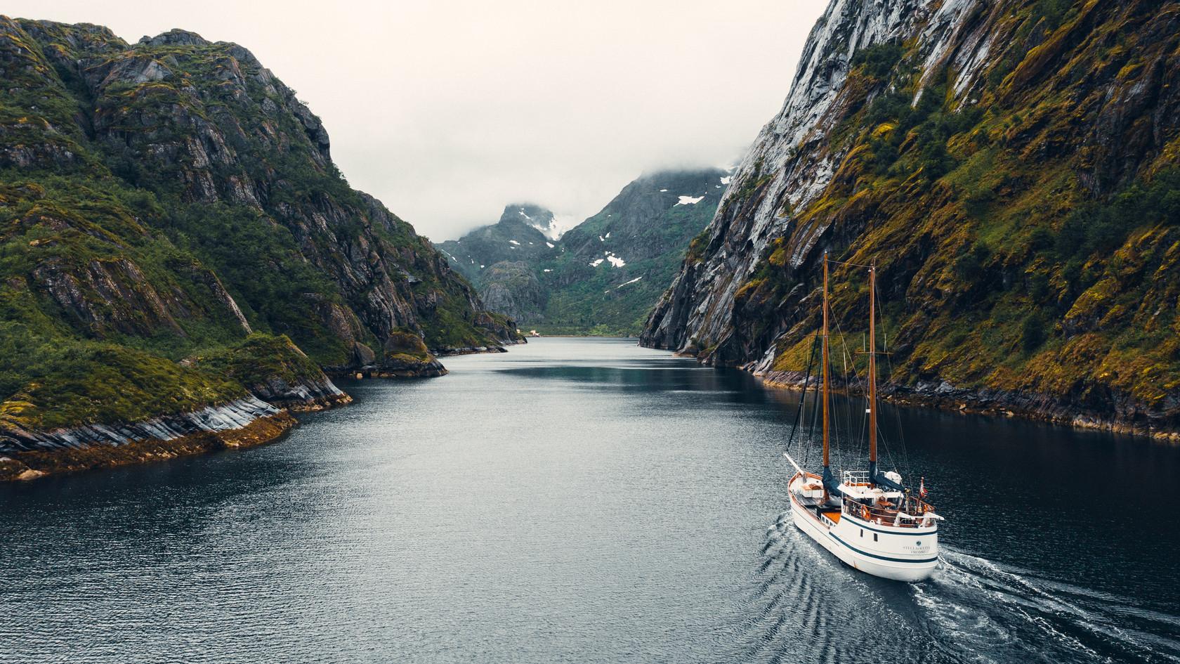 Trollfjord Lofoten - S/Y Stella Oceana - World Sea Explorers