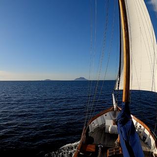 sailing lofoten